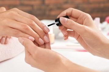 Quick manicure OPI Centre du Lac